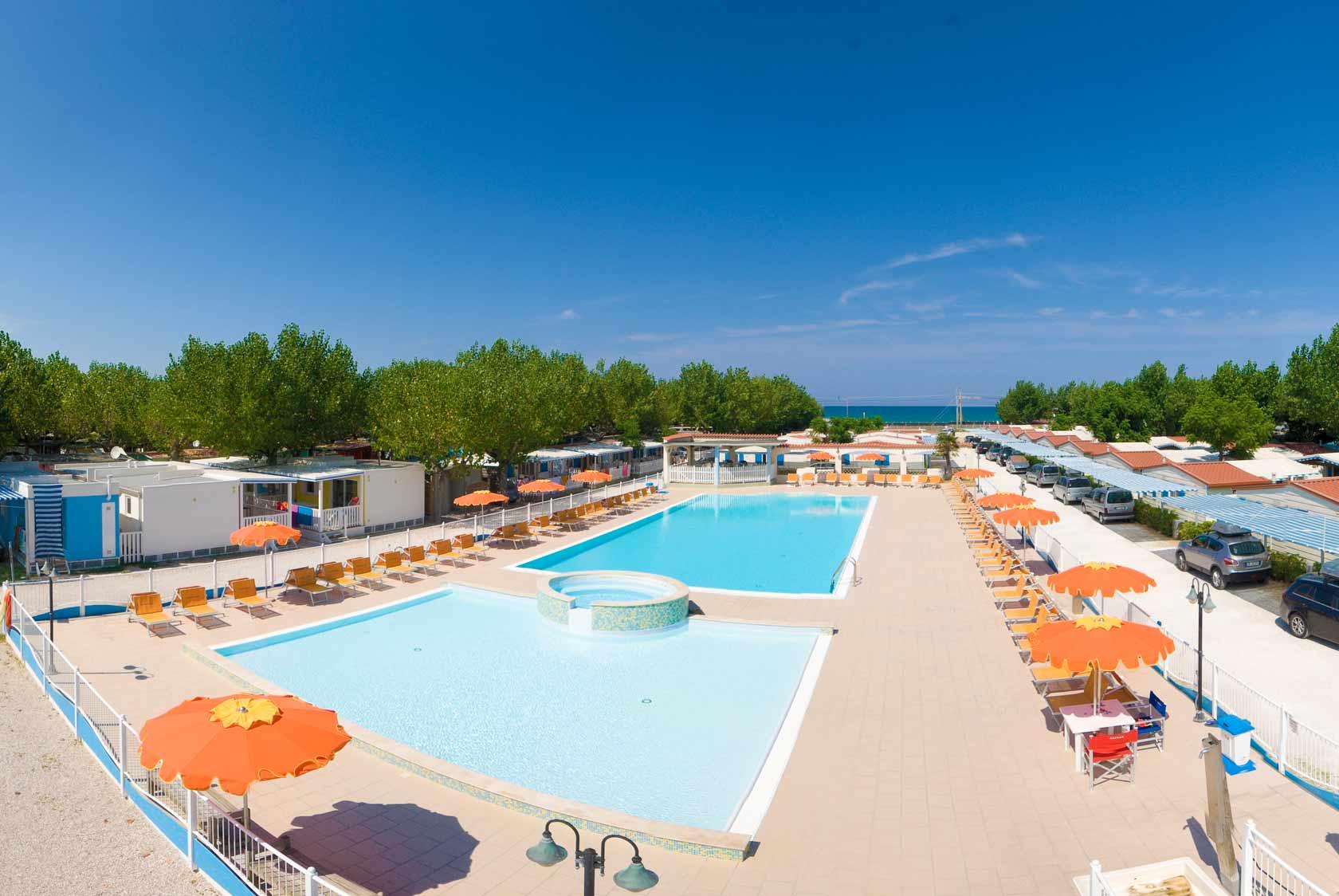 Camping marche campeggi fano pesaro camping fano mare blu - Campeggi con piscina marche ...
